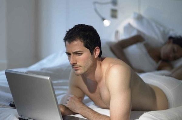 Муж смотрит порнографию